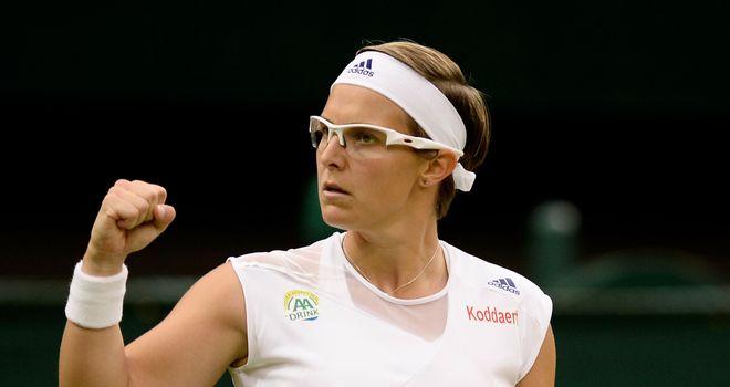 Kirsten Flipkens on her way to victory over Petra Kvitova