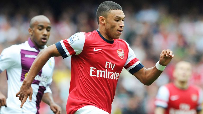 Alex Oxlade-Chamberlain: Arsenal ace out for at least six weeks