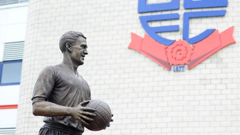 Nat Lofthouse: Statue of legend unveiled