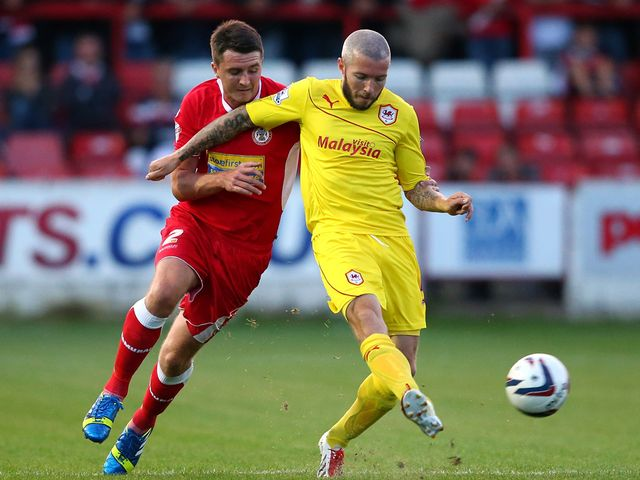 Kevin McNaughton holds off Peter Murphy