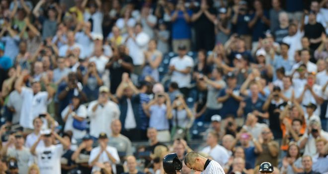 Ichiro Suzuki salutes the crowd after his 4,000th hit
