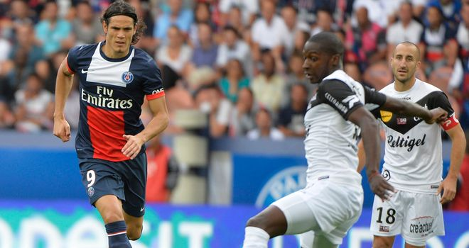 Edinson Cavani in action for PSG.