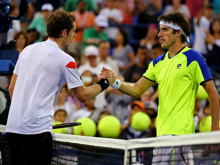 Andy Murray shakes hands with Leonardo Mayer after a four-set win