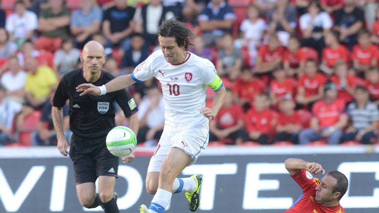 Tomas Rosicky: Is tackled by Artur Yedigaryan
