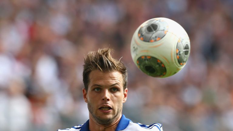 Dennis Diekmeier in action for Hamburg in the Bundesliga.