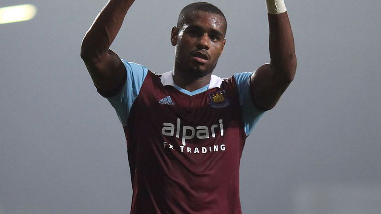 Ricardo Vaz Te: West Ham forward suffered dislocated shoulder against Swansea