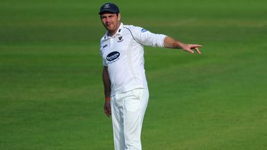Michael Yardy: Sussex all-rounder extends his contract
