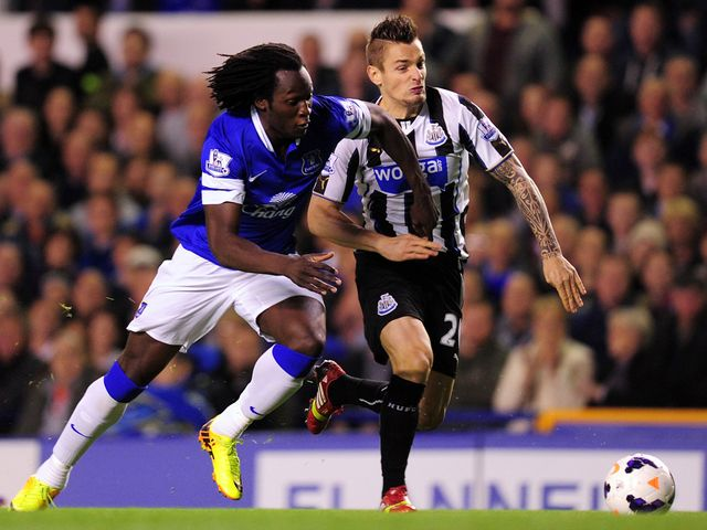 Romelu Lukaku takes on Mathieu Debuchy