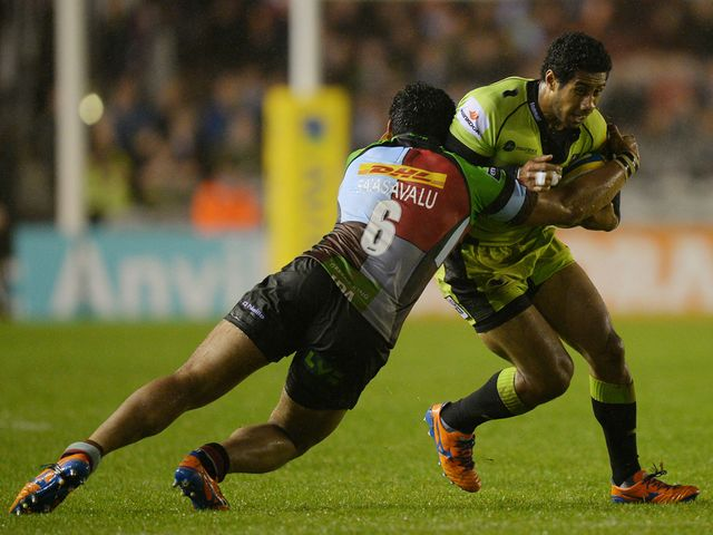 Ken Pisi tackled by Maurie Fa'asavalu