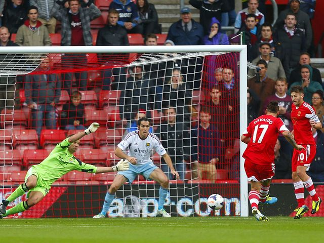 Jussi Jaaskelainen makes a superb save to deny Pablo Osvaldo