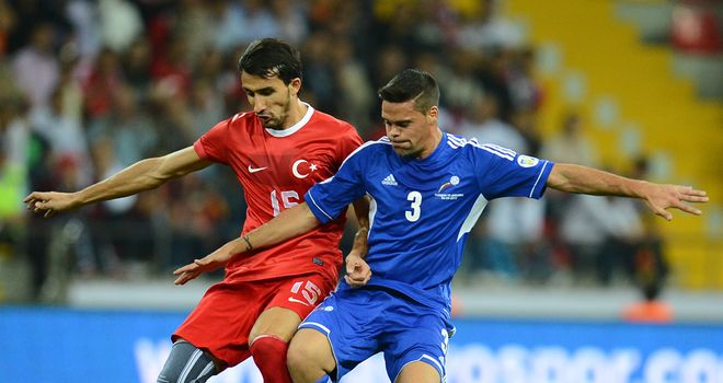 Mehmet Topal: Gets to the ball first