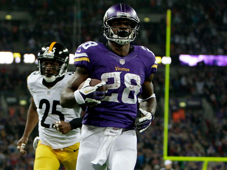 Adrian Peterson scores a TD for the Vikings