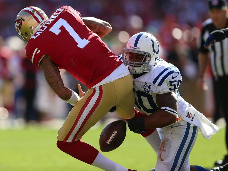 Colin Kaepernick is sacked by Jerrell Freeman