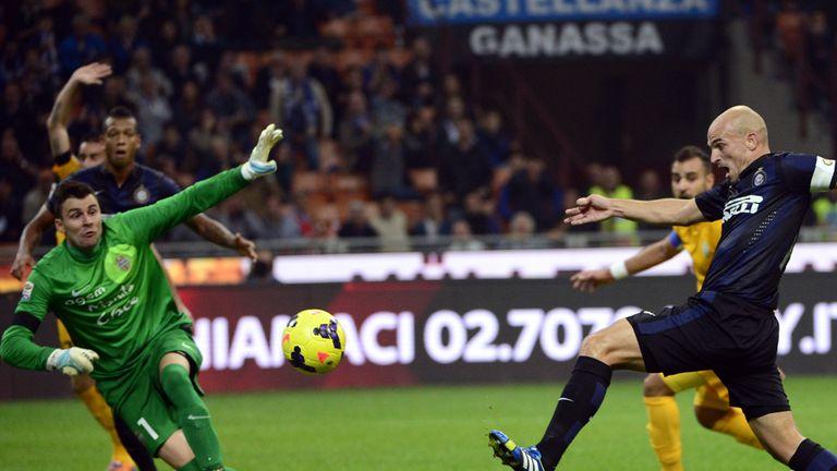 Esteban Cambiasso scoring Inter's third goal