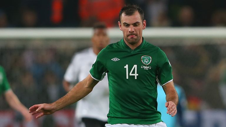 Darron Gibson: Everton midfielder will be out for 'several months'