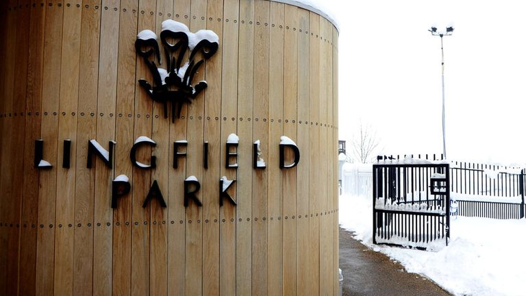 Lingfield Park: Fifth consecutive jumps meeting called off
