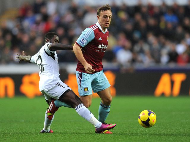 Mark Noble tries to get away from Nathan Dyer.