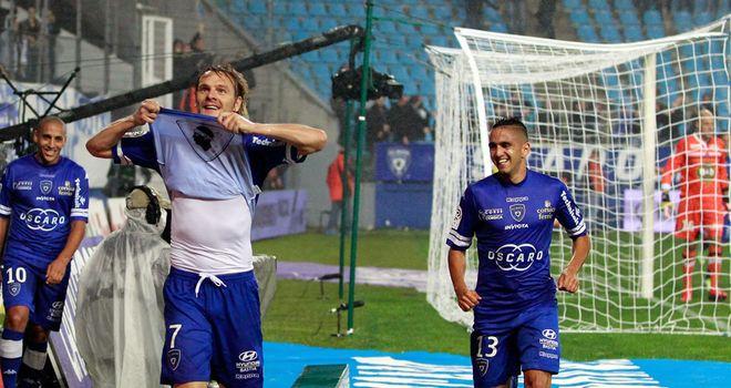 Milos Krasic celebrates his goal