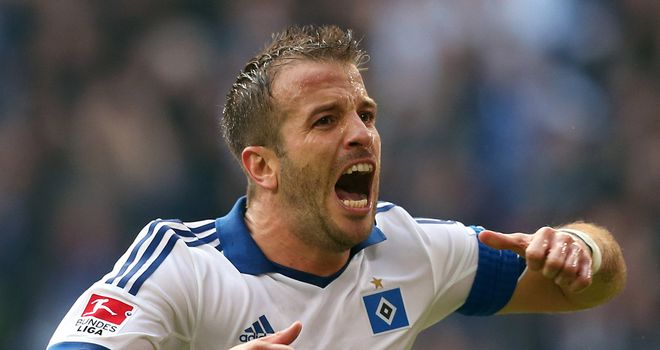 Rafael van der Vaart celebrates Hamburg's third equaliser of the afternoon