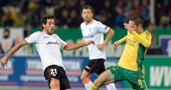 Daniel Parejo and Artur Tlisov: Tanle for the ball in Russia