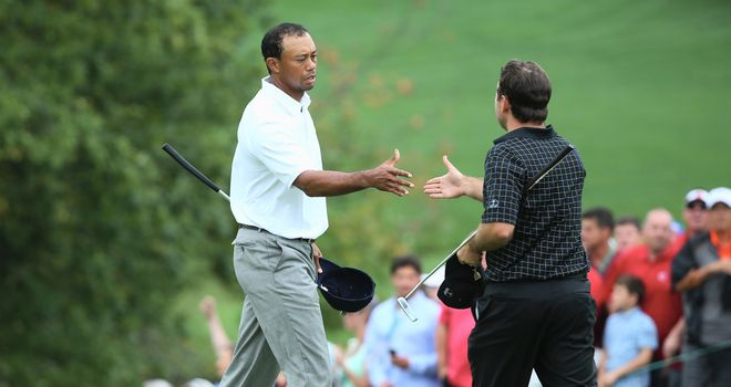 Tiger shakes hands with Richard Sterne after securing the winning point