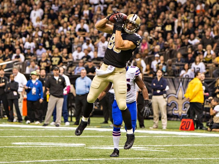 Brees hits Jimmy Graham for a touchdown