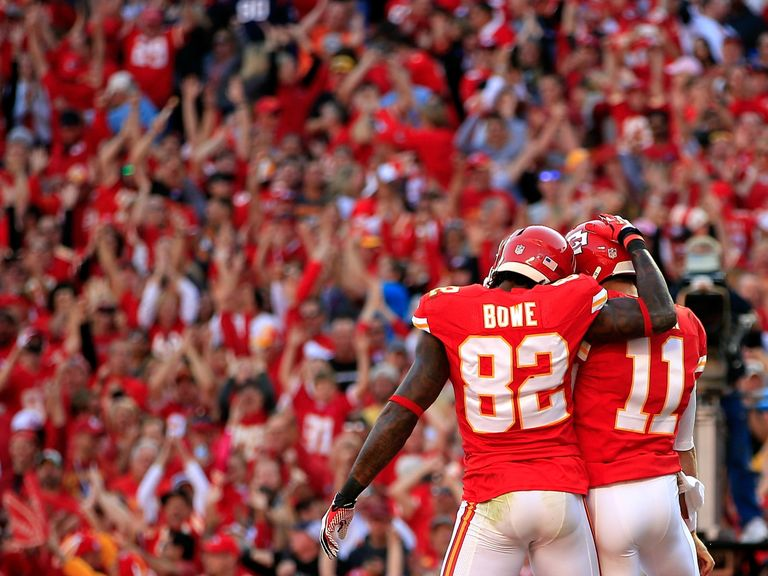 Dwayne Bowe congratulates Alex Smith after his touchdown
