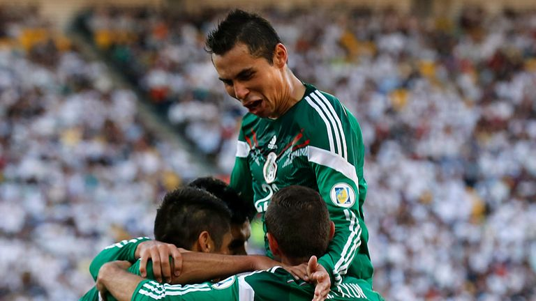 Mexico swept aside New Zealand to make it through to the World Cup
