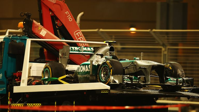 Lewis Hamilton's car is recovered after his qualy spin