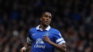 Sylvain Distin: Top four the target for Everton defender
