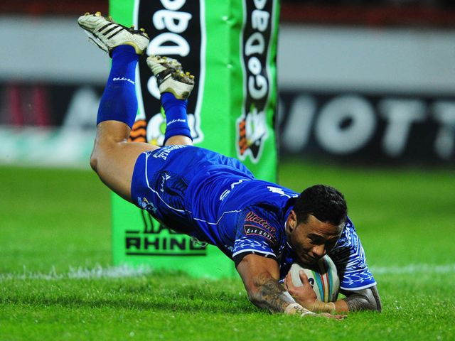 Ben Roberts goes in for a Samoa try