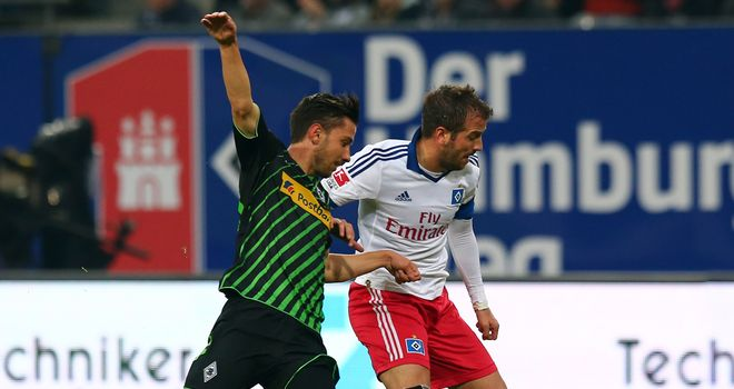Julian Korb and Hamburg's Rafael van der Vaart (r) battle for the ball