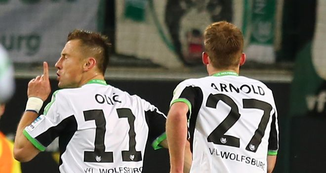 Ivica Olic: Celebrates his goal with Maximilian Arnold