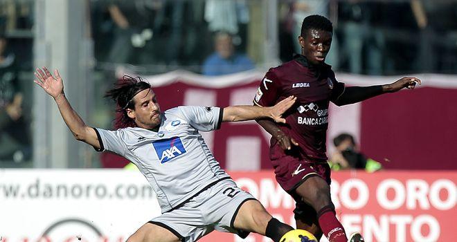 Del Grosso challenges Mbaye.