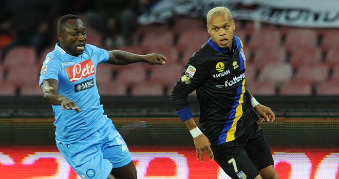 Pablo Armero and Jonathan Biabiany battle for the ball