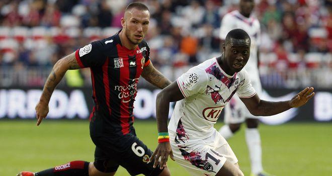 Didier Digard challenges Bordeaux's Henri Saivet