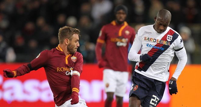 Victor Ibarbo avoids the challenge of Daniele De Rossi