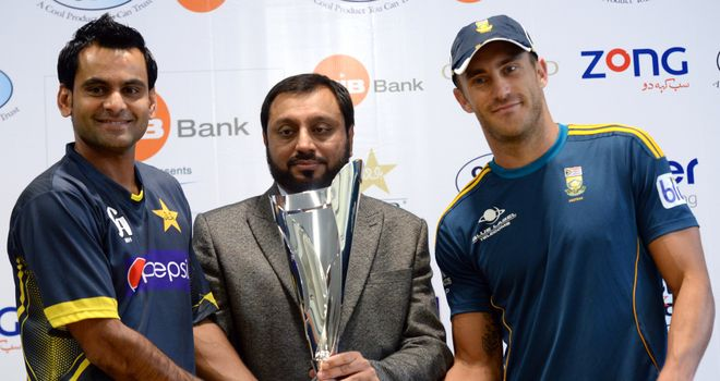 Captains Mohammad Hafeez (left) and Faf du Plessis (right) pose ahead of the Twenty20 series between Pakistan and South Africa in Dubai