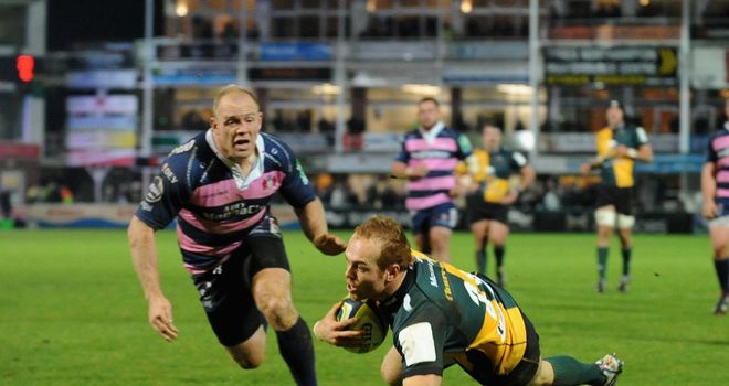 Alex Day scores for Saints as Mike Tindall of Gloucester looks