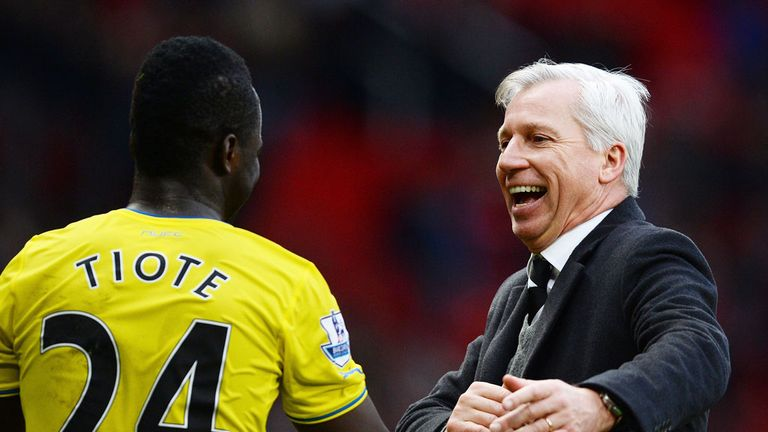 Cheick Tiote and Alan Pardew celebrate victory at Old Trafford