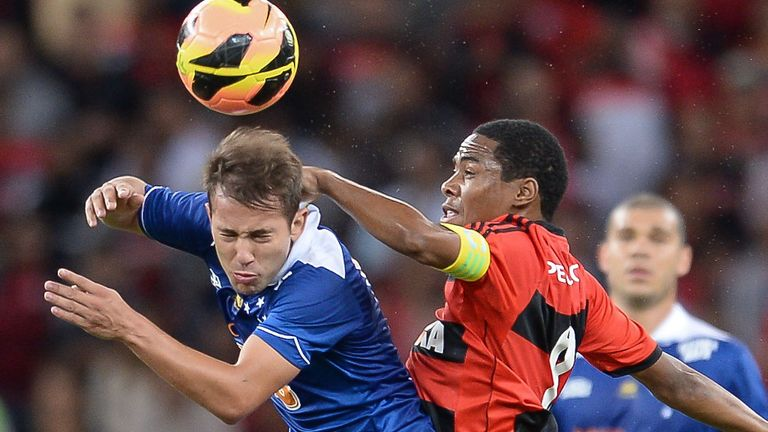 Everton Ribeiro (l): An English club has bid for the Cruzeiro star