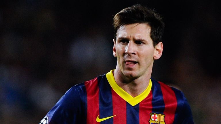 Lionel Messi: Staying at Barcelona, according to his father