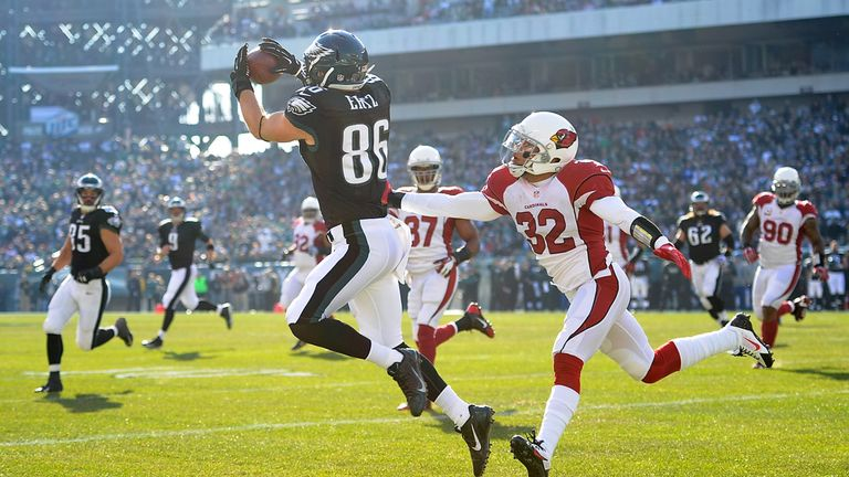 Zach Ertz hauls in the first of his two touchdowns for the Eagles