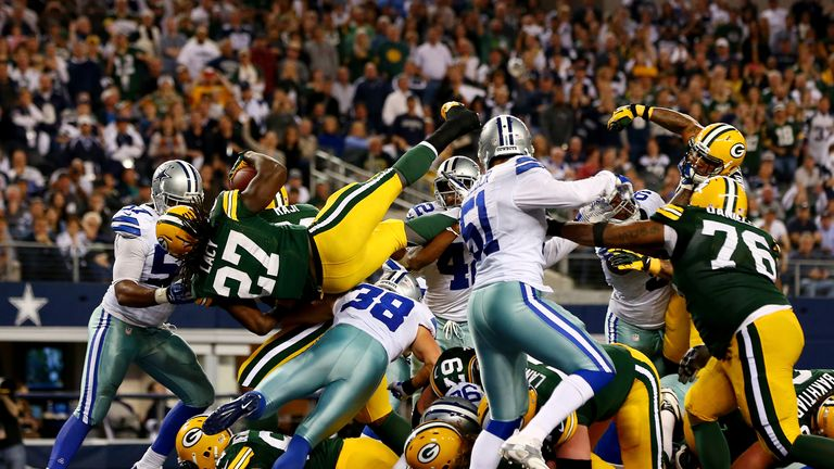 Eddie Lacy dives over for the match-winning touchdown