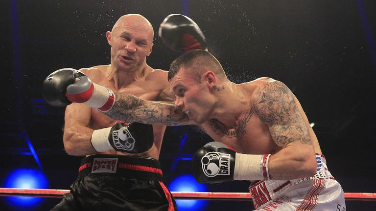Martin Murray (R) could never get going against Sergey Khomitsky (Pic  Lawrence Lustig)