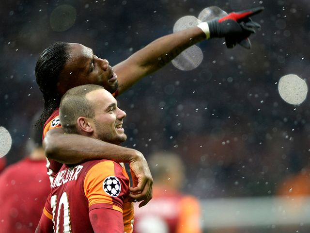 Wesley Sneijder celebrates with Didier Drogba