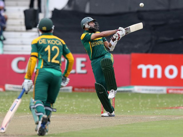 Quinton de Kock and Hashim Amla impressed for South Africa.