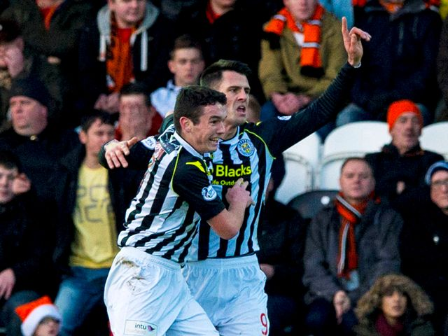 St Mirren's Steven Thompson (right) celebrates
