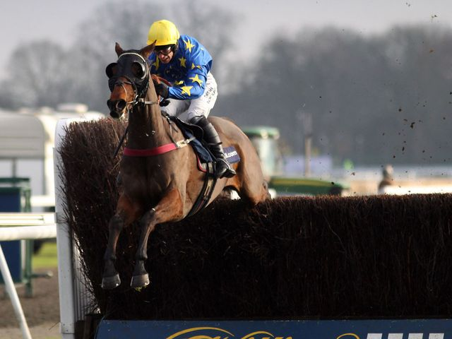 Annacotty jumps his rivals ragged at Kempton