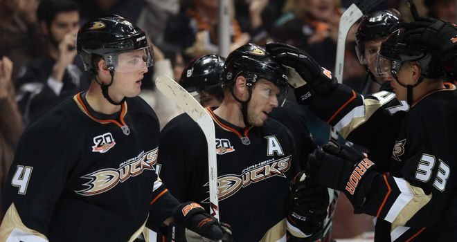 Anaheim Ducks made it ten straight wins following victory over Phoenix Coyotes